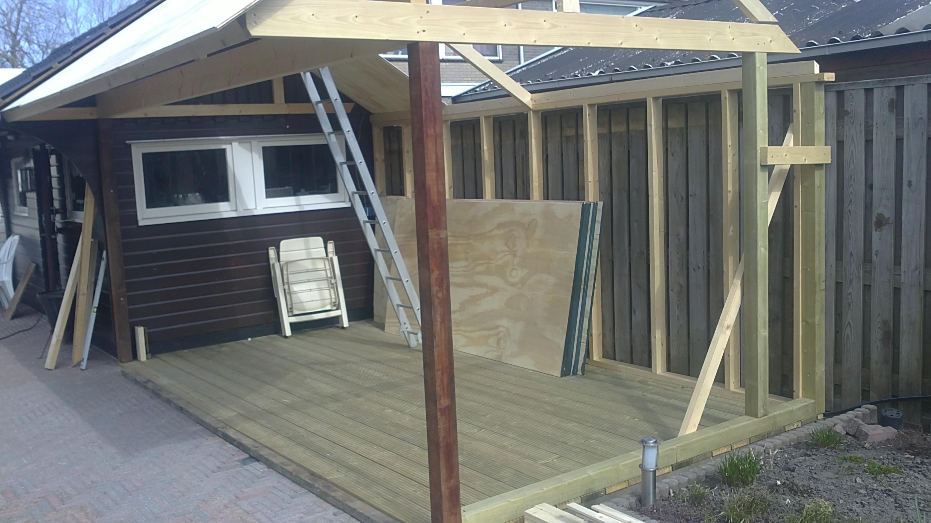 Prieel plaatsen halve parasol for Zelf zwembad bouwen betonblokken